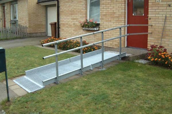 Modular ramp access to a house